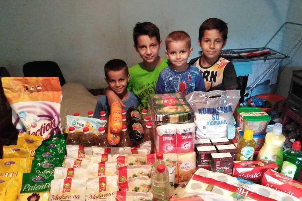 Namirnice, kućna hemija, igračke za porodicu Pavlović 2